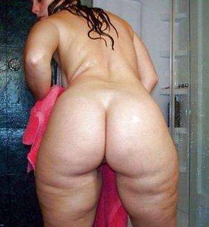Latina in Shower Pics