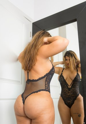 Huge Latina Butt Pics