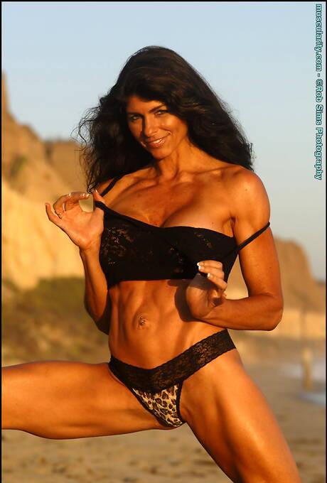 Muscle Latina Pics
